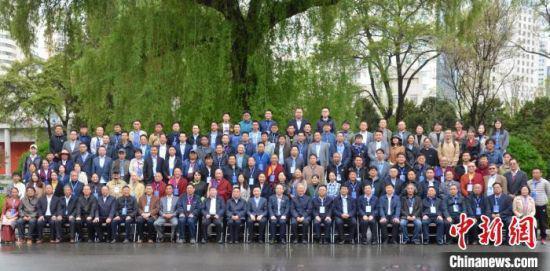 4月24日至25日,第四届全国藏文古籍文献整理与研究高层论坛在兰州举行。 丁思 摄