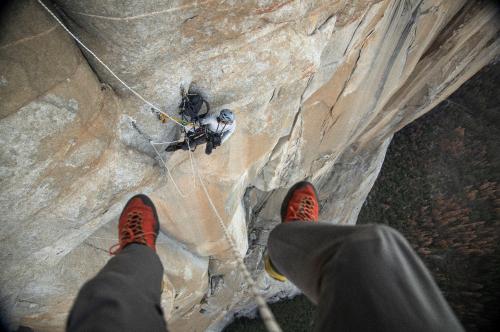"""摄影师在脆弱的""""酋长岩""""崖壁使用EOS C300 Mark II进行跟拍"""