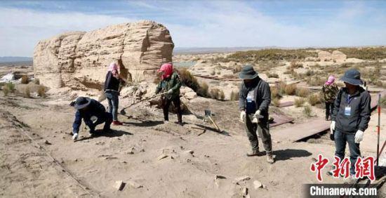 图为世界文化遗产甘肃锁阳城塔尔寺遗址2021年度考古发掘现场。 张硕 摄