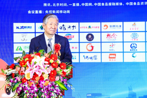 国务院发展研究中心原副主任候云春宣布大会并做主题演讲