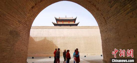2020年9月下旬,金秋时节的甘肃嘉峪关关城。(资料图) 魏建军 摄