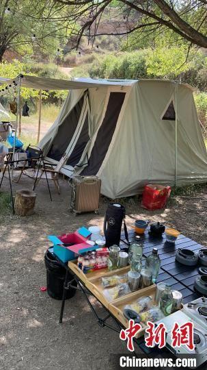 图为兰州民众开展露营活动。(资料图) 秦剑飞 摄