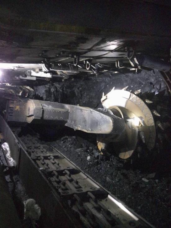 图:长城AP齿轮油产品在中天合创采煤机摇臂部应用