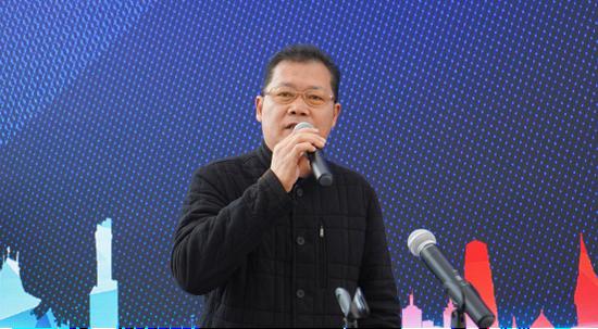 贵州龙洞堡物流港置业有限公司副总经理刘黔俊主持会议
