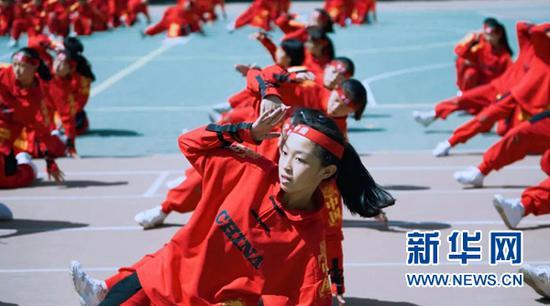 图为兰州市第十六中学特色街舞展演活动现场。(兰州市城关区教育局供图)