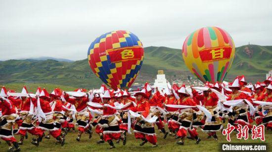 8月31日,第二十届九色甘南香巴拉旅游艺术节在合作市开幕。