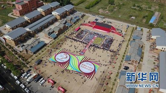 航拍第三届马家窑文化节开幕式现场。(王生元 摄)