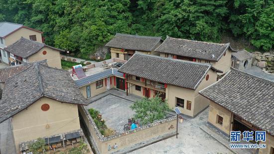 这是入选中国美丽休闲乡村的陇南市康县长坝镇福坝村村民小院(无人机照片,5月20日摄)。新华社记者 陈斌 摄