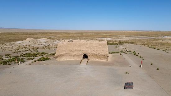 这是甘肃省敦煌市境内的汉长城玉门关遗址(无人机照片,5月31日摄)。新华社记者 郎兵兵 摄