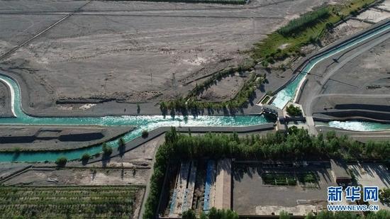 玉门市境内的疏勒河灌区昌马总干渠(2021年7月4日摄,无人机照片)。新华社记者 刘诗平 摄