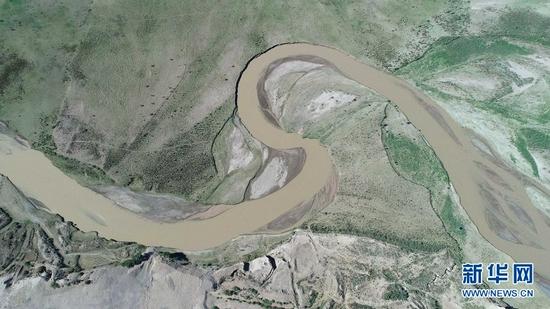 这是瓜州境内的疏勒河(2021年7月5日摄,无人机照片)。新华社记者 刘诗平 摄