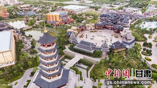 包含有丝路文化、长城文化、华夏历史文化、边塞古城文化、民俗文化等多种类文化主题建筑及景观,让人梦回西域,重走丝路,领略传统文化艺术瑰宝的魅力。