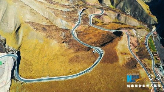 """【""""飞阅""""中国】肃祁公路贯通 如银蛇蜿蜒山间"""