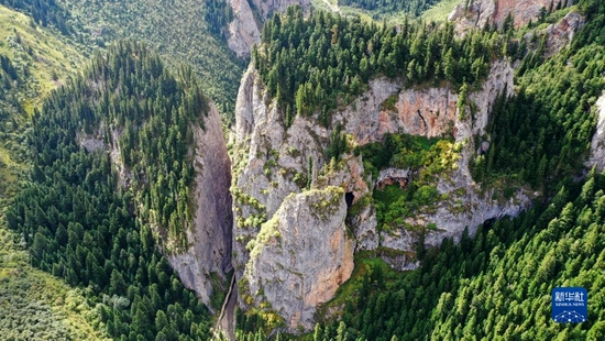 这是9月2日拍摄的则岔石林景区景色(无人机照片)。新华社记者 陈斌 摄