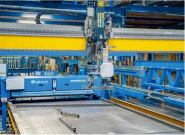 (图注:脱模机器人会在将模台送至清洁设备之前全自动移除边模)