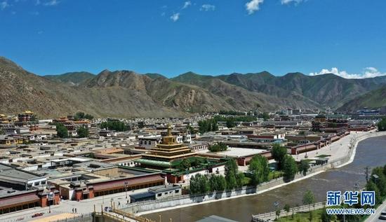 这是7月12日拍摄的拉卜楞寺建筑群(无人机照片)。新华社记者 杜哲宇 摄