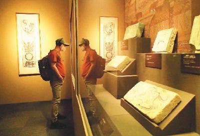 """""""图画众生——河西画像砖上的古人生活""""展览现场。杜建坡摄"""
