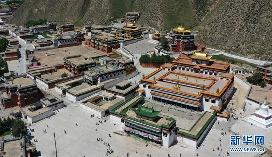 这是7月12日拍摄的拉卜楞寺建筑群(无人机照片)。新华社记者 陈斌 摄