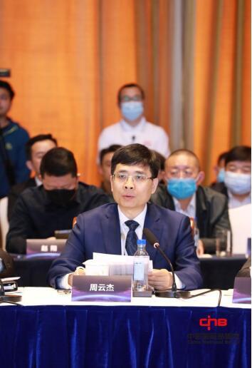 海尔集团总裁周云杰作主题发言