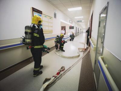 图为消防演练现场。□兰州日报社全媒体记者张建平摄