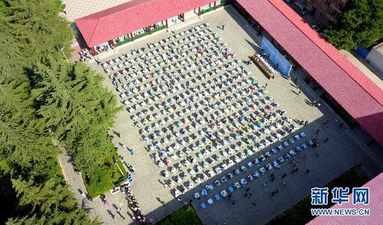 兰州市第六届青少年书法大赛在兰州东郊学校举行。
