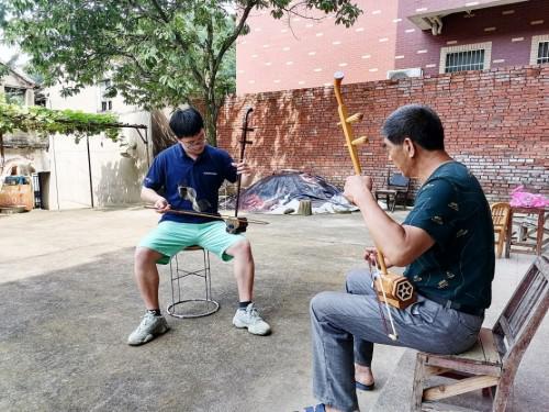 东南大学大学生志愿者探索原生态民族文化