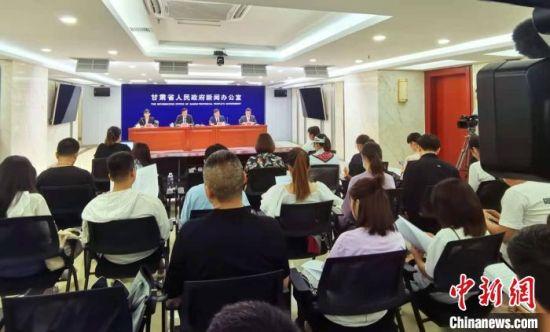 7月23日,2021年上半年甘肃省人社工作情况新闻发布会在兰州召开。 张婧 摄