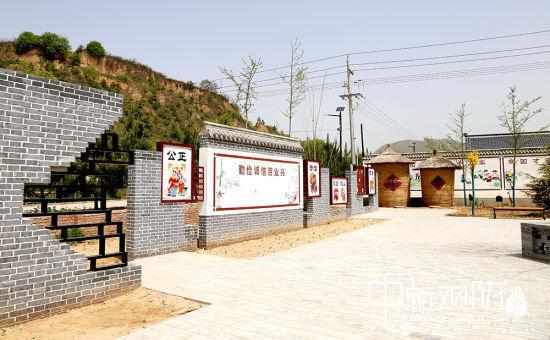 西峰区显胜乡蒲河村新建的家风家训文化广场。