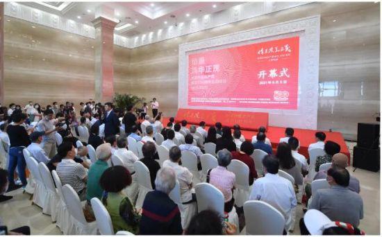 """""""恰是风华正茂——庆祝中国共产党成立100周年主题特展""""开幕式现场。"""