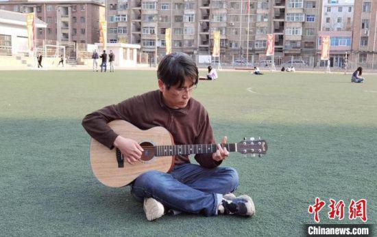 图为韩国留学生朴容硕,如今是甘肃中医药大学硕士研究生。 丁思 摄