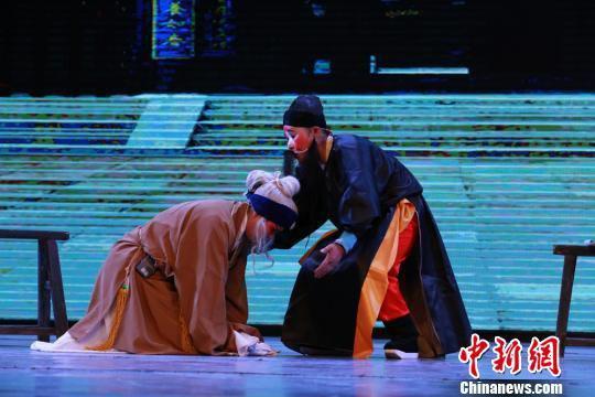 作为地方戏曲,敦煌曲子戏已经在民间流传了上千年,戏曲中仍保留有敦煌遗书中的曲子词和曲调。 马良宝 摄