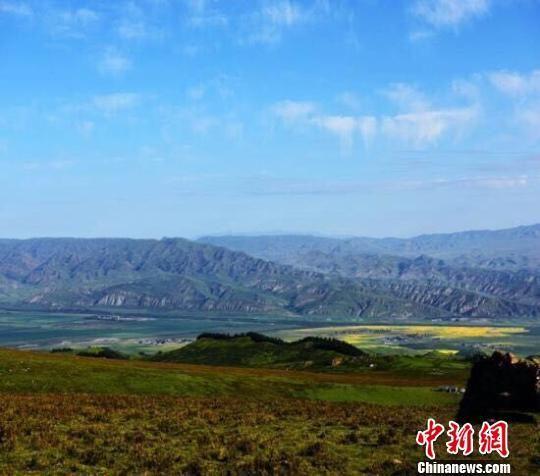 资料图:图为初秋的祁连山景色。 武学峰 摄