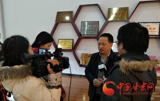 张春晖接受记者采访
