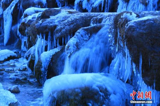 冬日清晨的瀑布。陈礼 摄