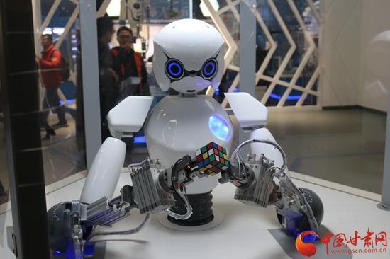 """""""启迪与探索""""展厅内的机器人装配"""