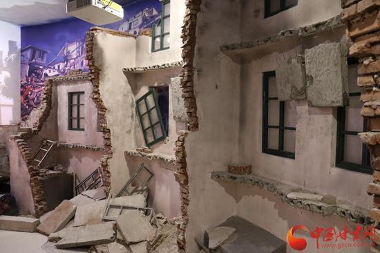 在地震展区中,视觉与听觉的冲击体验,使人们能够身临其境感受到地震的威力。