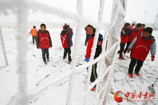 中连川学校地处榆中北山深处,一到冬天,气温可达到零下20度。