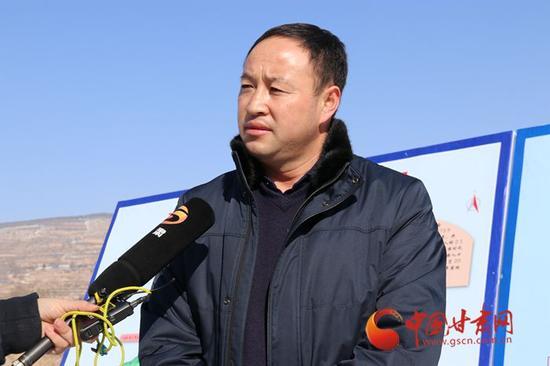 樊对对接受记者采访