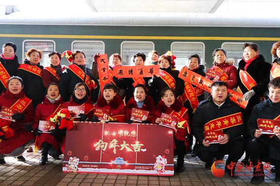 中国铁路兰州局集团公司兰州客运段的员工们