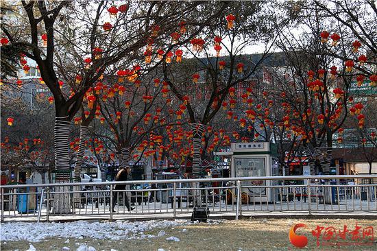 兰州东方红广场上的红灯笼