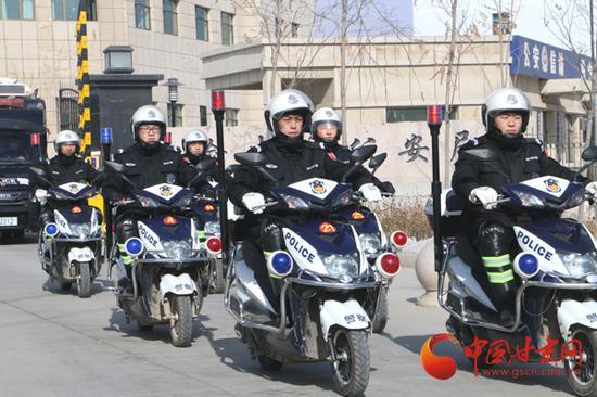 榆中县公安局快反二分队出警巡逻