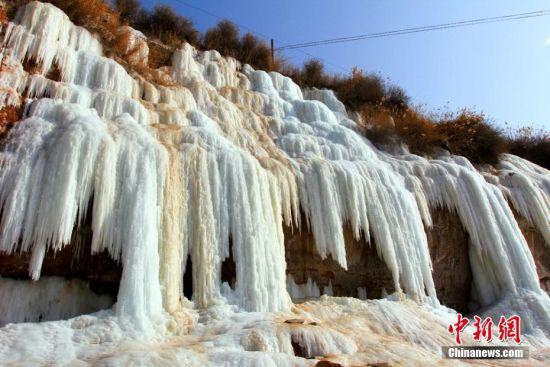 甘肃靖远县乌兰镇河靖坪村的砂冰冰瀑。