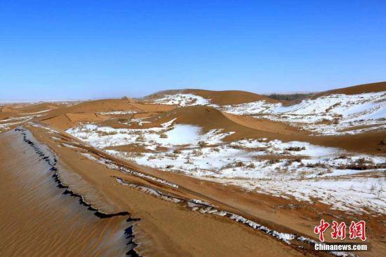 雪后的沙漠,处处彰显出柔情。