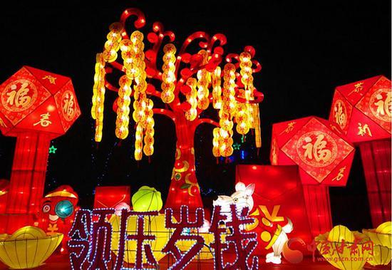 这是2月2日晚,在兰州小西湖公园拍摄的彩灯。中国甘肃网记者 宋芳科 摄
