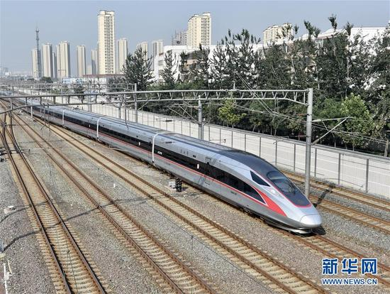 "G1次""复兴号""列车驶出北京南站(9月21日摄)。"