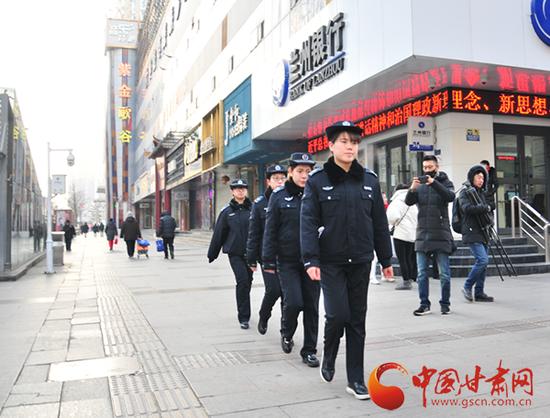 张掖路女子执法中队开展巡查工作