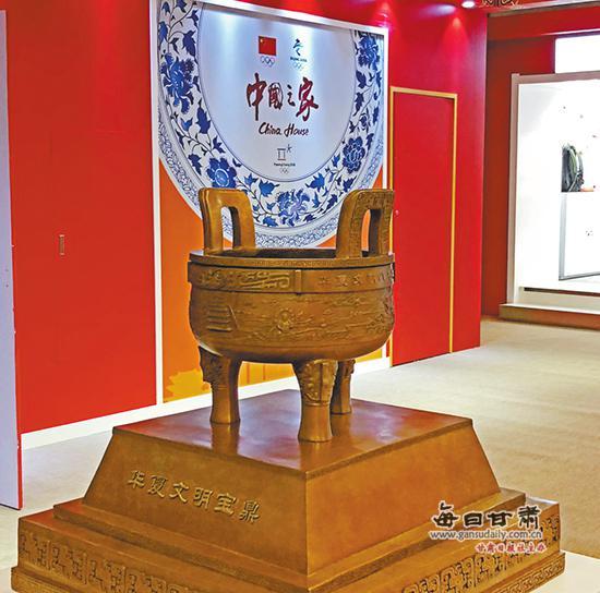 """设置在""""中国之家""""的""""华夏文明宝鼎""""照片由孙红提供"""