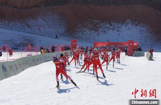 2020-2021赛季全国越野滑雪冠军赛于2月1日至8日在甘肃省白银市国家雪上项目训练基地举行。 宋秉棣 摄