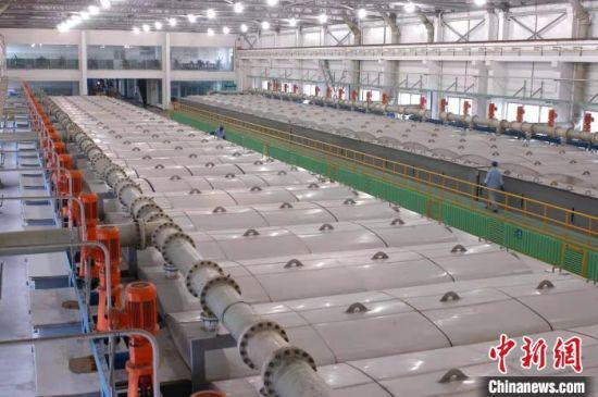 图为金川集团公司全球最大硫酸镍生产线。(资料图)甘肃省科技厅供图