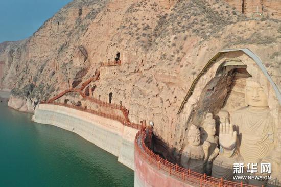 11月19日拍摄的天梯山石窟(无人机照片)。新华社记者 杜哲宇 摄